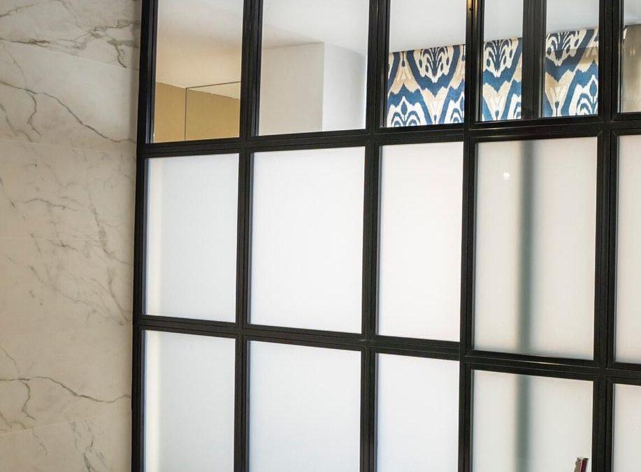 Puertas correderas colgantes como recurso de optimización y flexibilidad del espacio